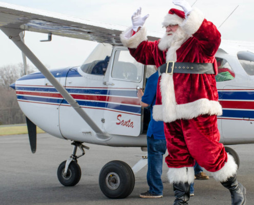 Santa arriving at TriState Aviation for the 2015 Santa Fly-In